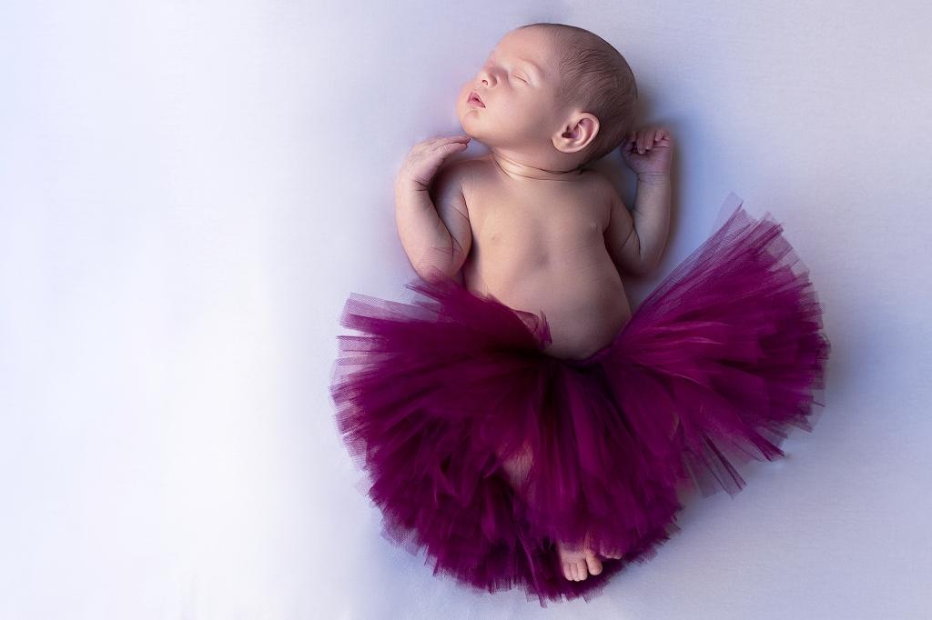 Recién nacida con tutú de bailarina.